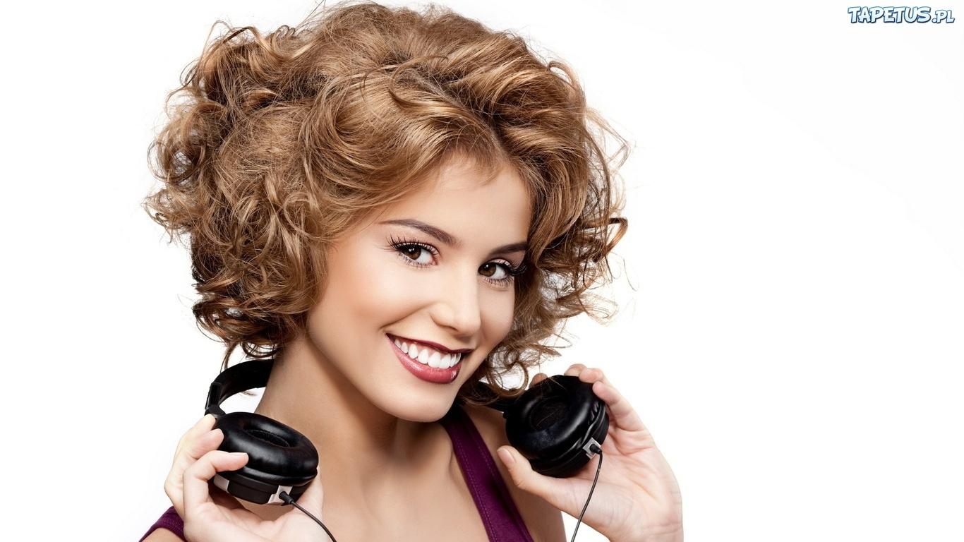 Прически с химией на средние волосы
