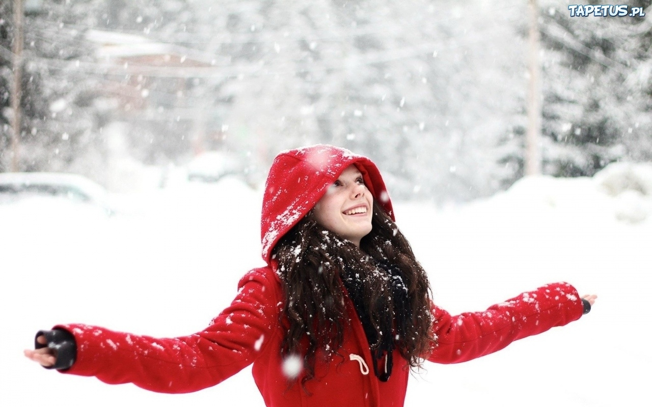 Фото на аву девушка зима снег