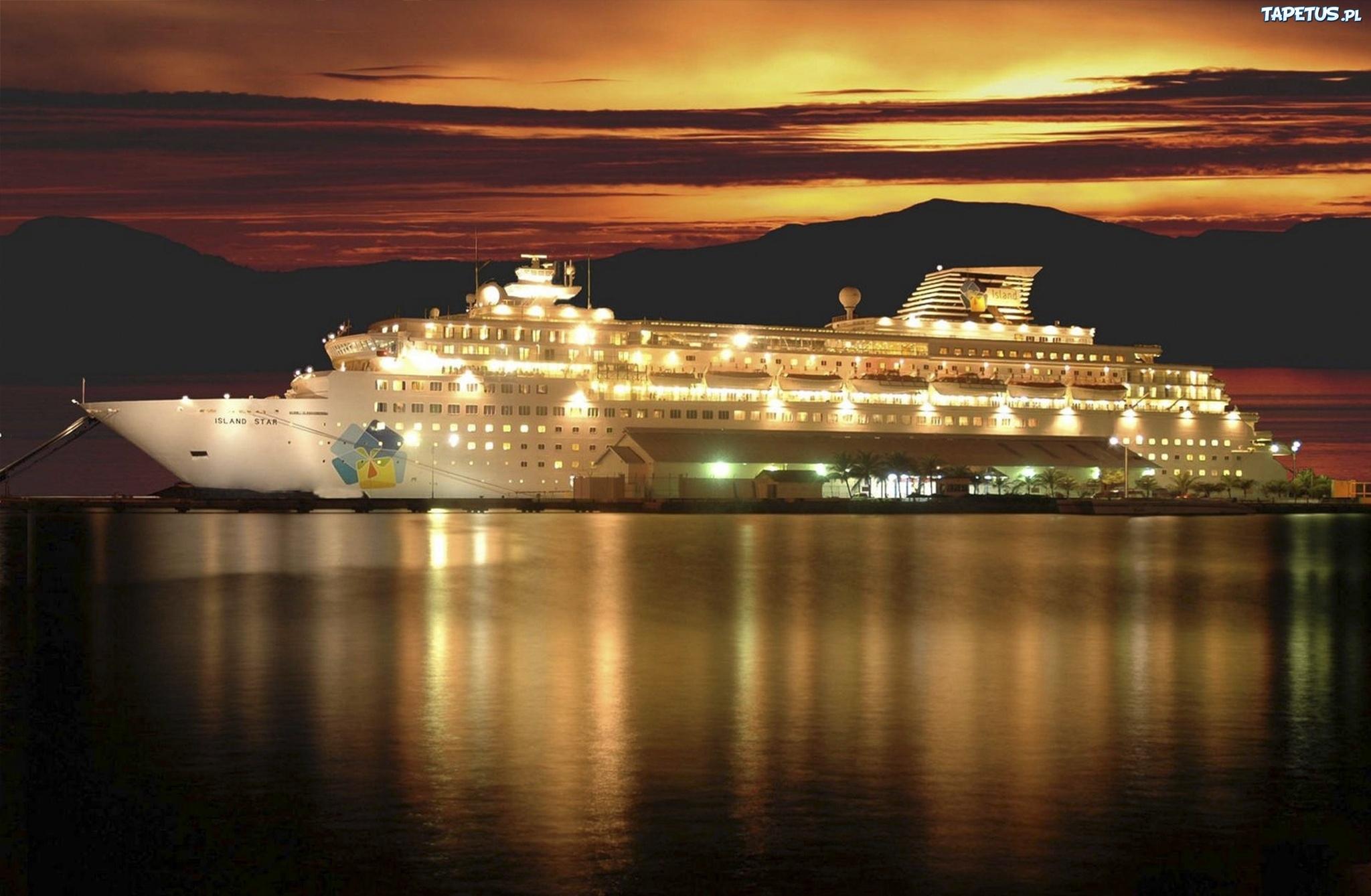 Statek Pasaerski Noc Odbicie Morze