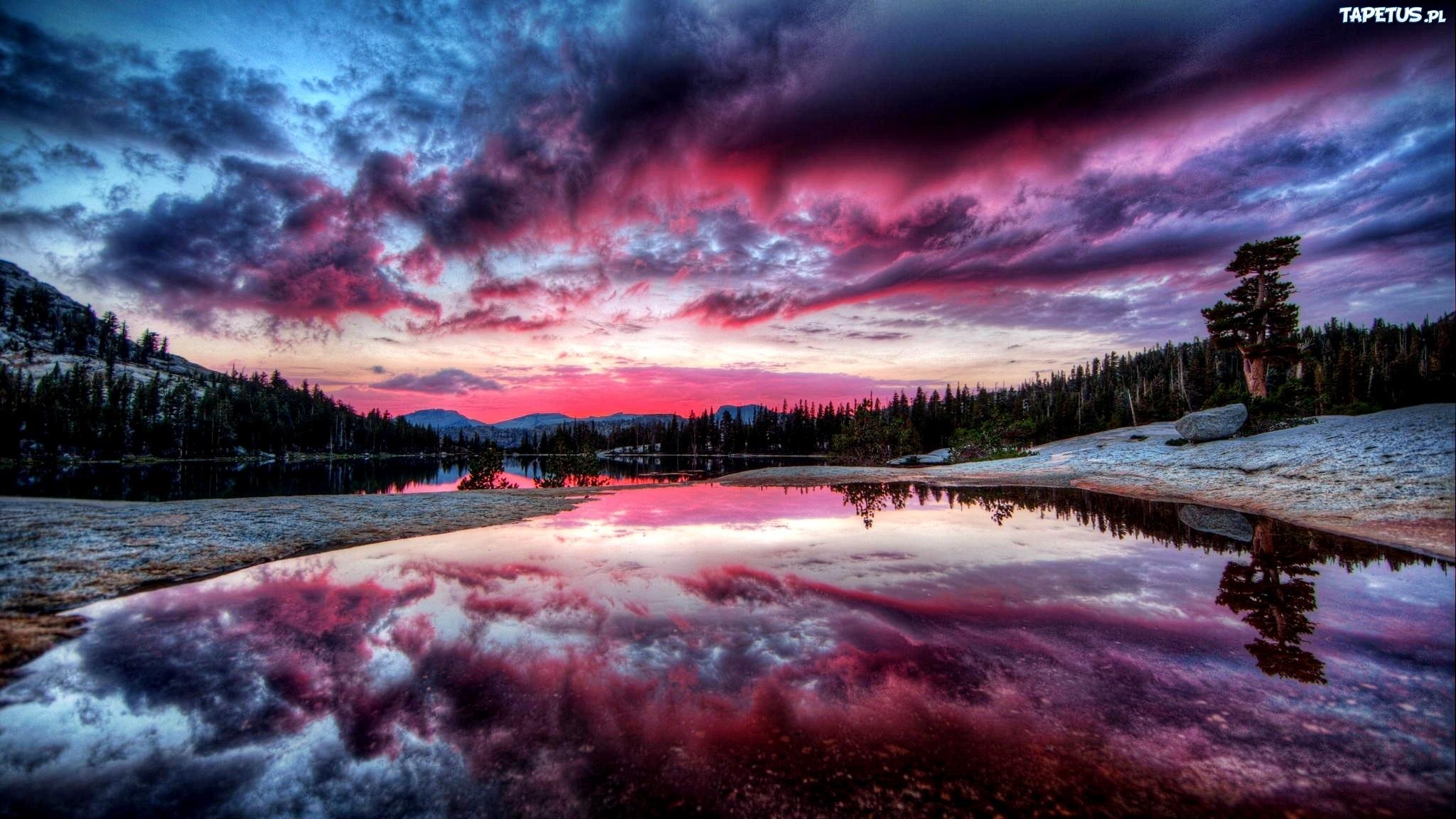 Descargar 2560x1440 Cielo Claro Sobre Las Montañas Nevadas: Góry, Lasy, Purpurowy, Zachód Słońca, Jezioro, Odbicie
