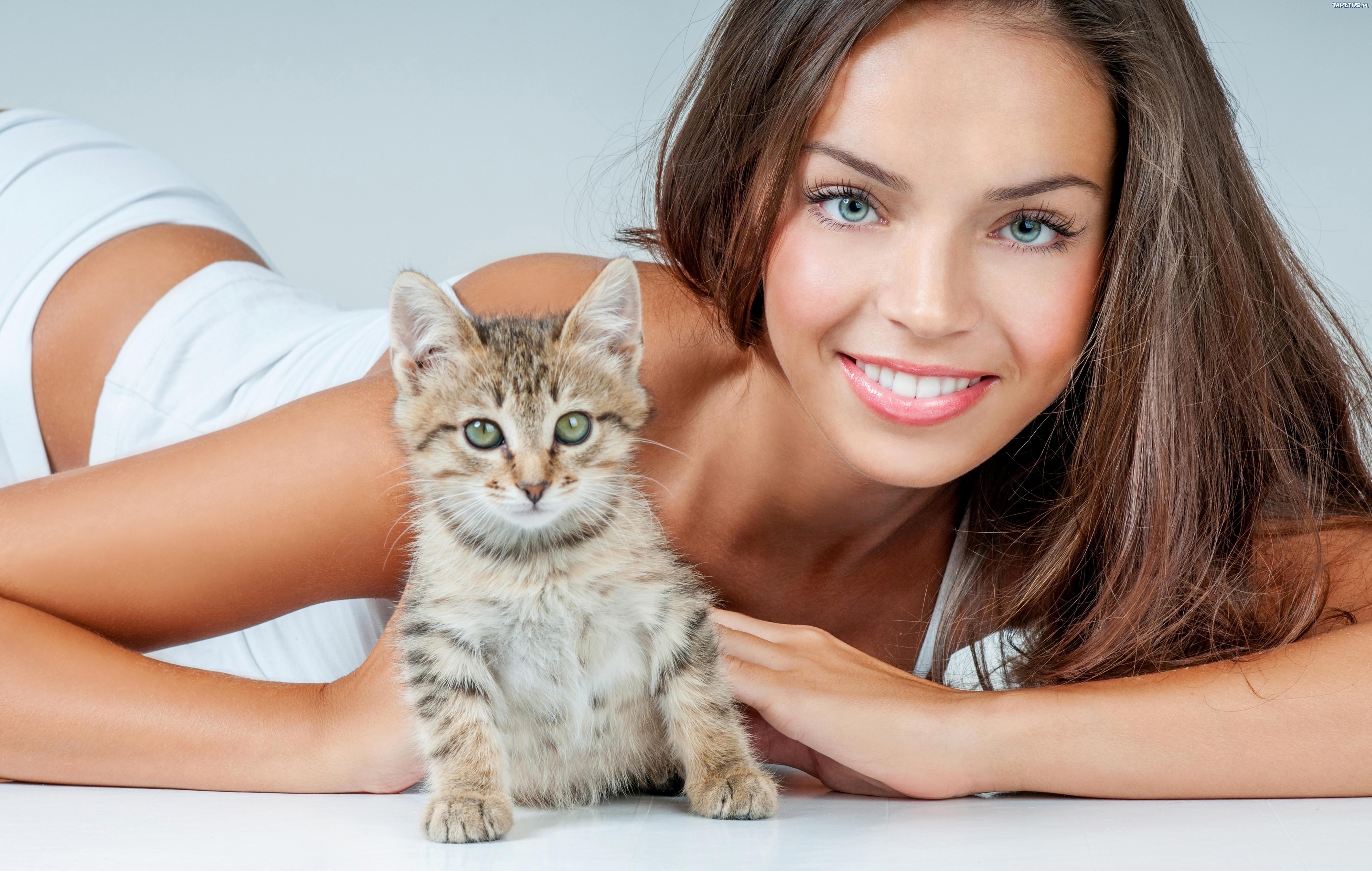 девушка котенок лицо взгляд  № 3597579  скачать