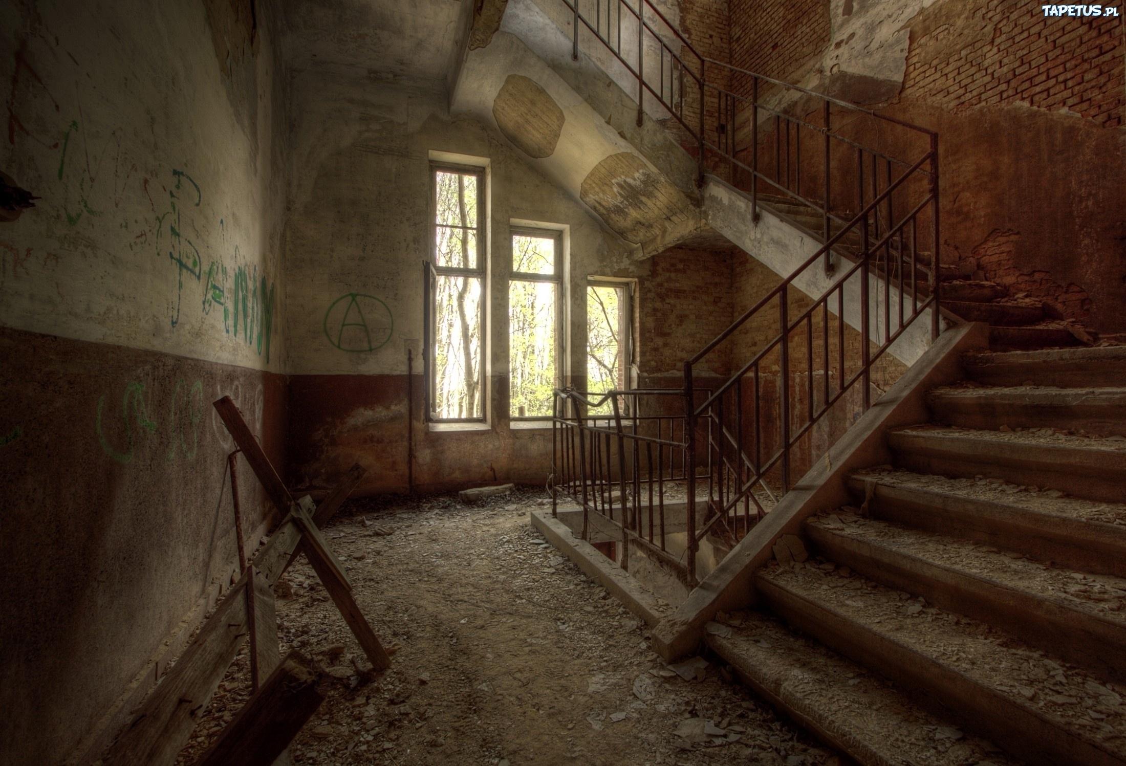 заброшенный дом двери окна коридор  № 2195400  скачать