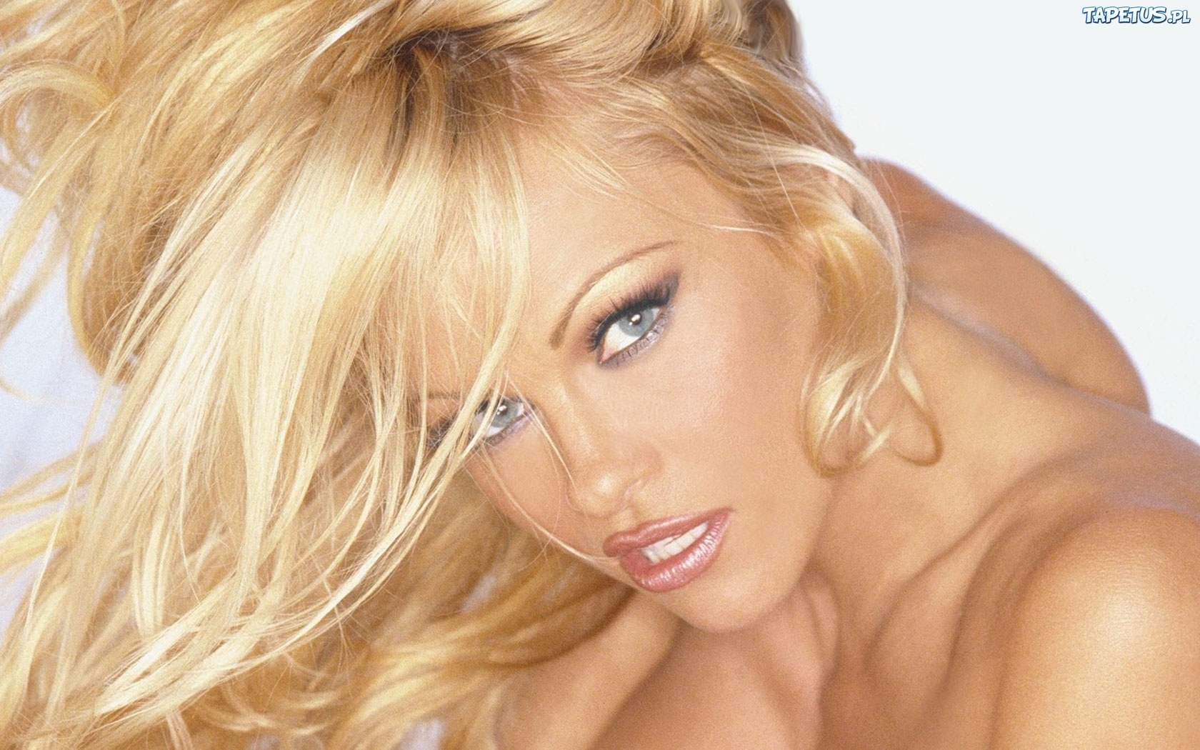 Pamela Blond Nude Photos 28