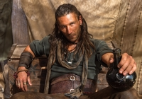Serial, Black Sails, Piraci, Zach McGowan, Kapitan Charles Vane