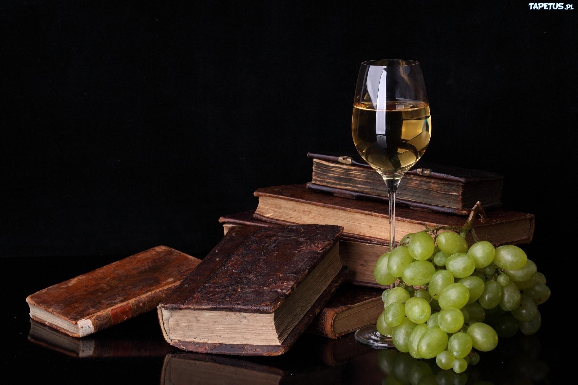 Нож, книга, бокал вино, трубка загрузить
