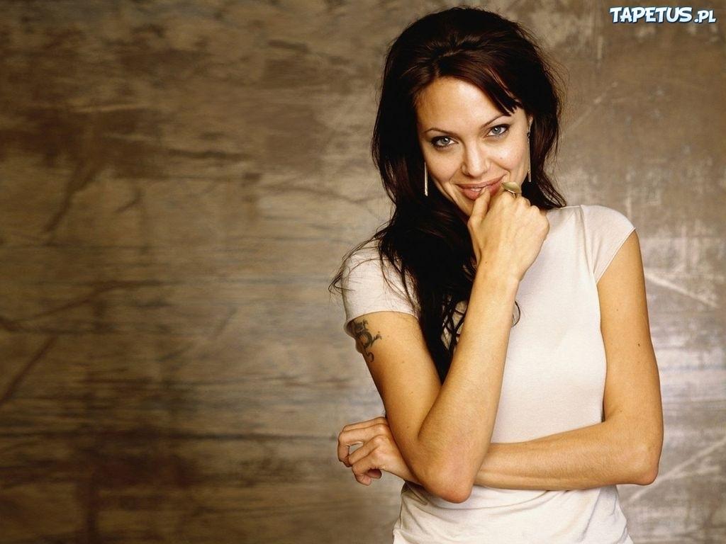 Angelina Jolie Tatuaż