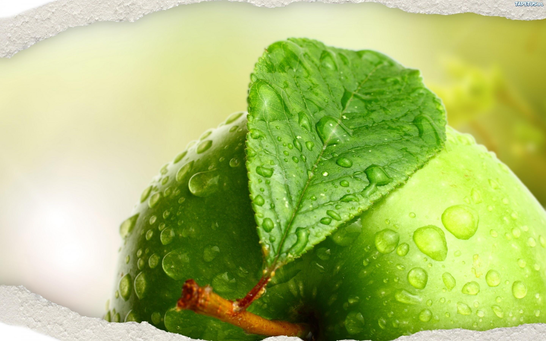 163523 zielone jabluszko krople wody