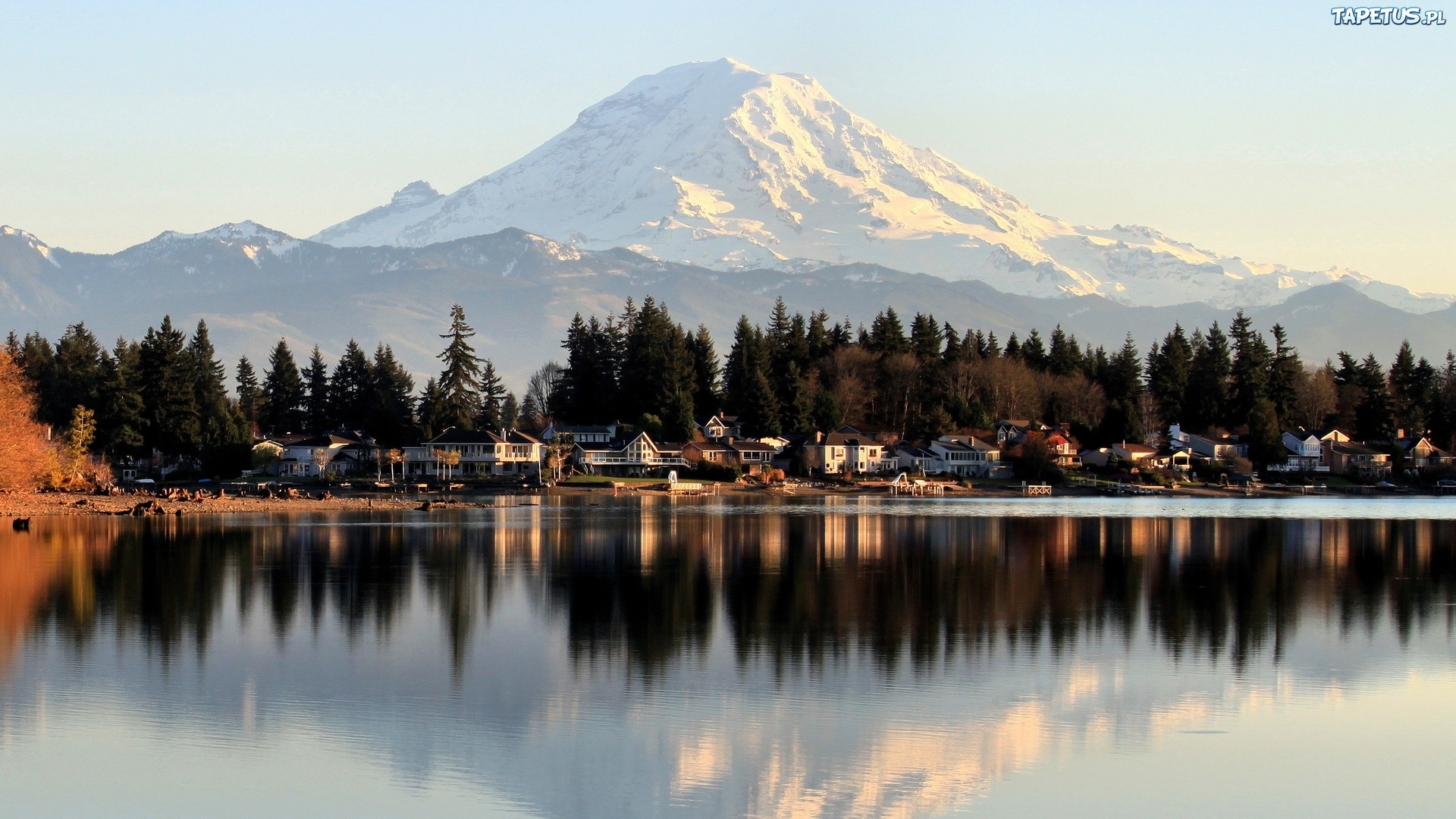 городок у озера без смс