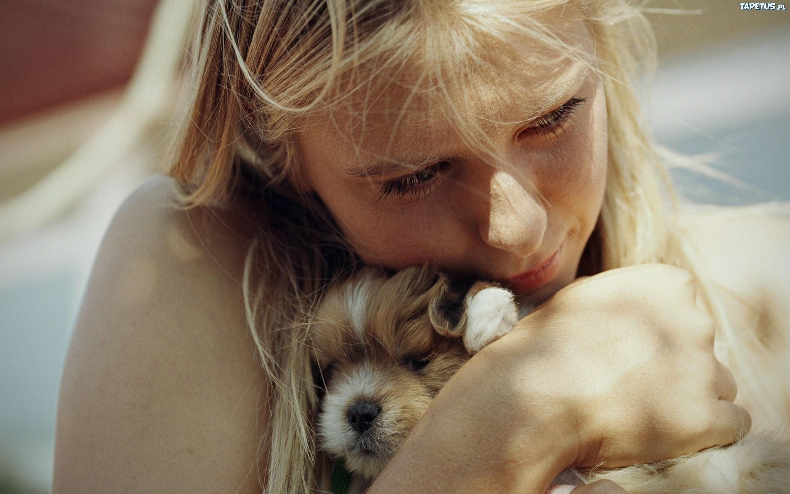 девушка со щенком бесплатно