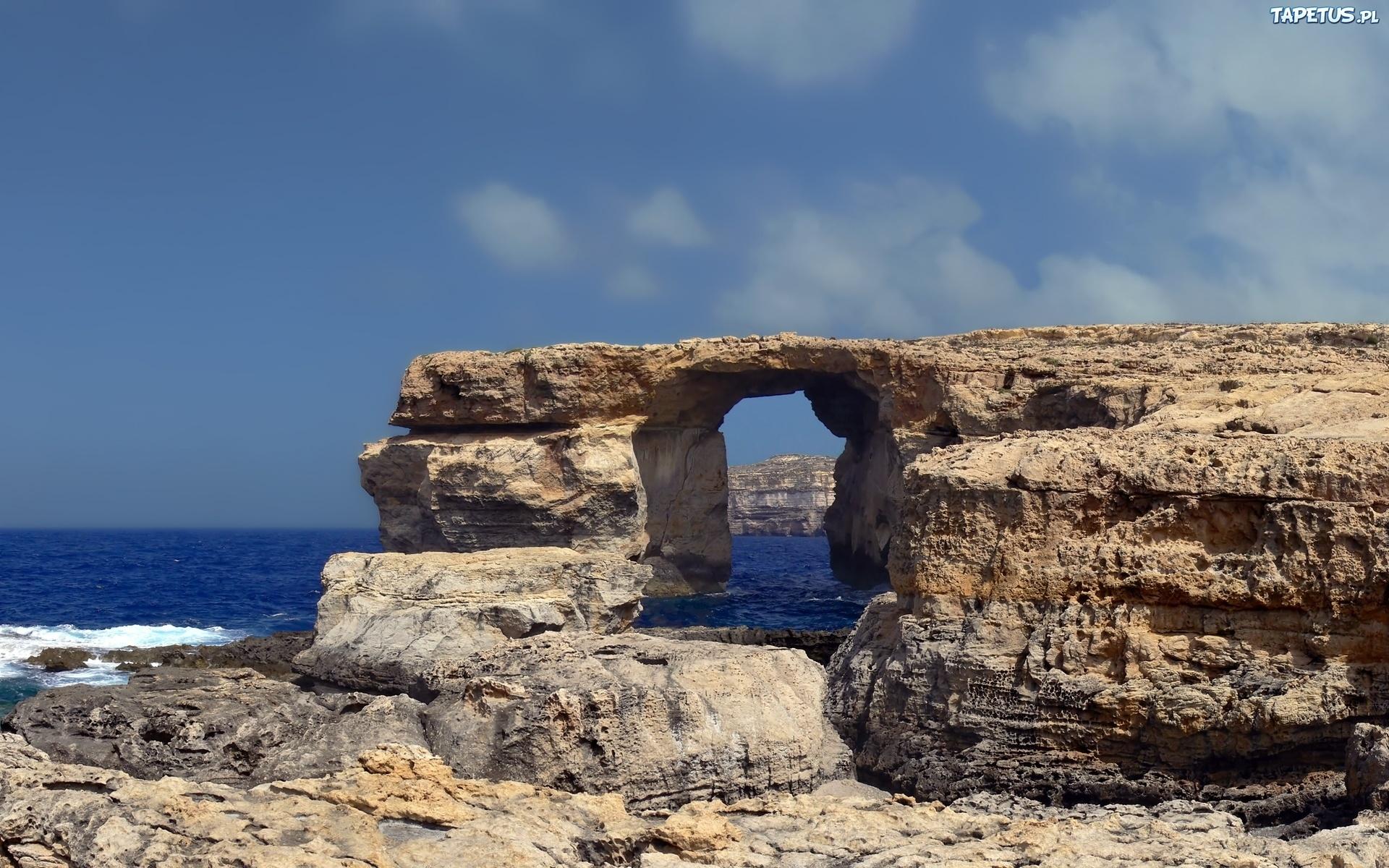 Скала с аркой в море загрузить