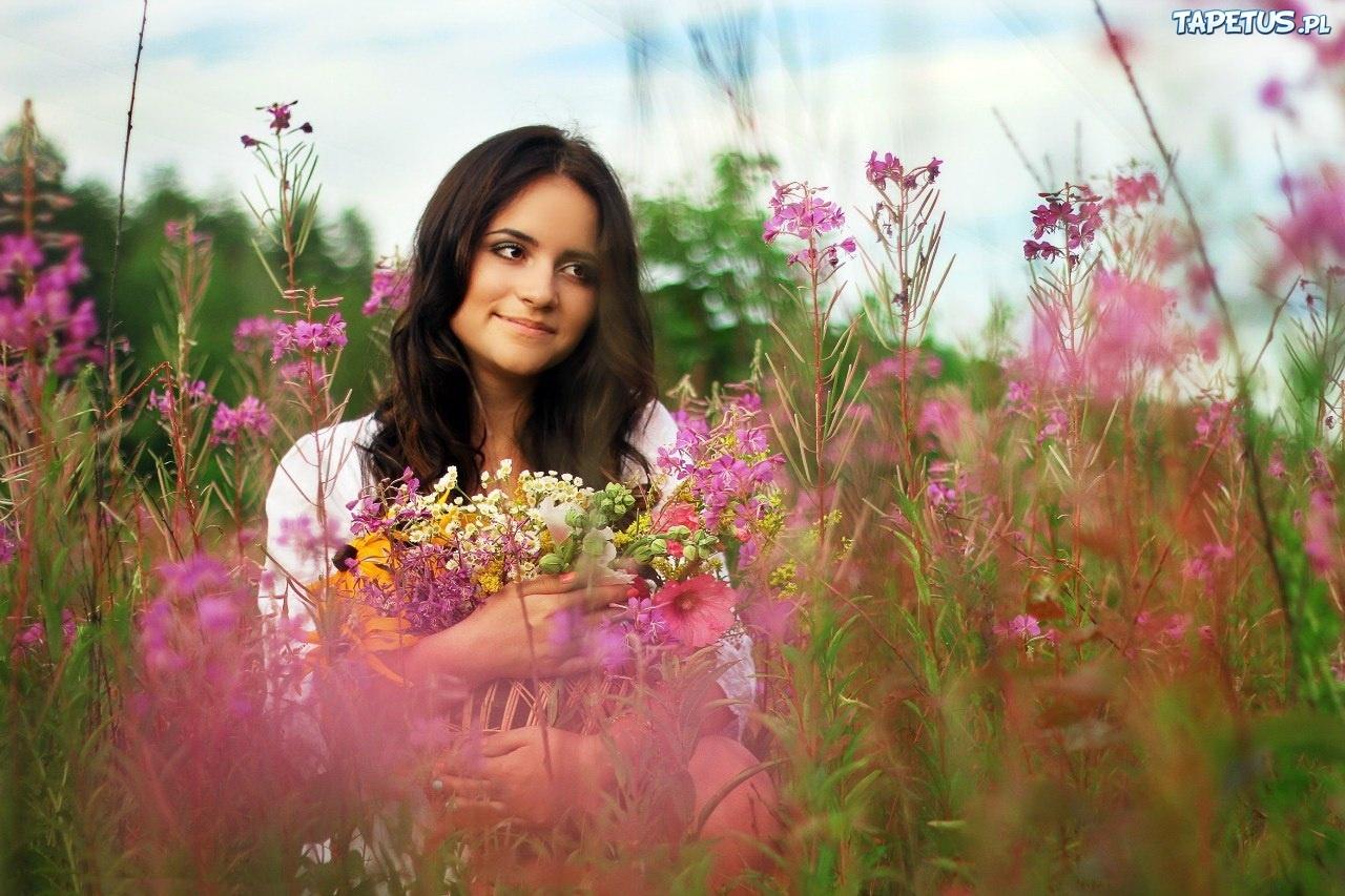 Kobieta, Spojrzenie, Pole, Kwiaty, Bukiet
