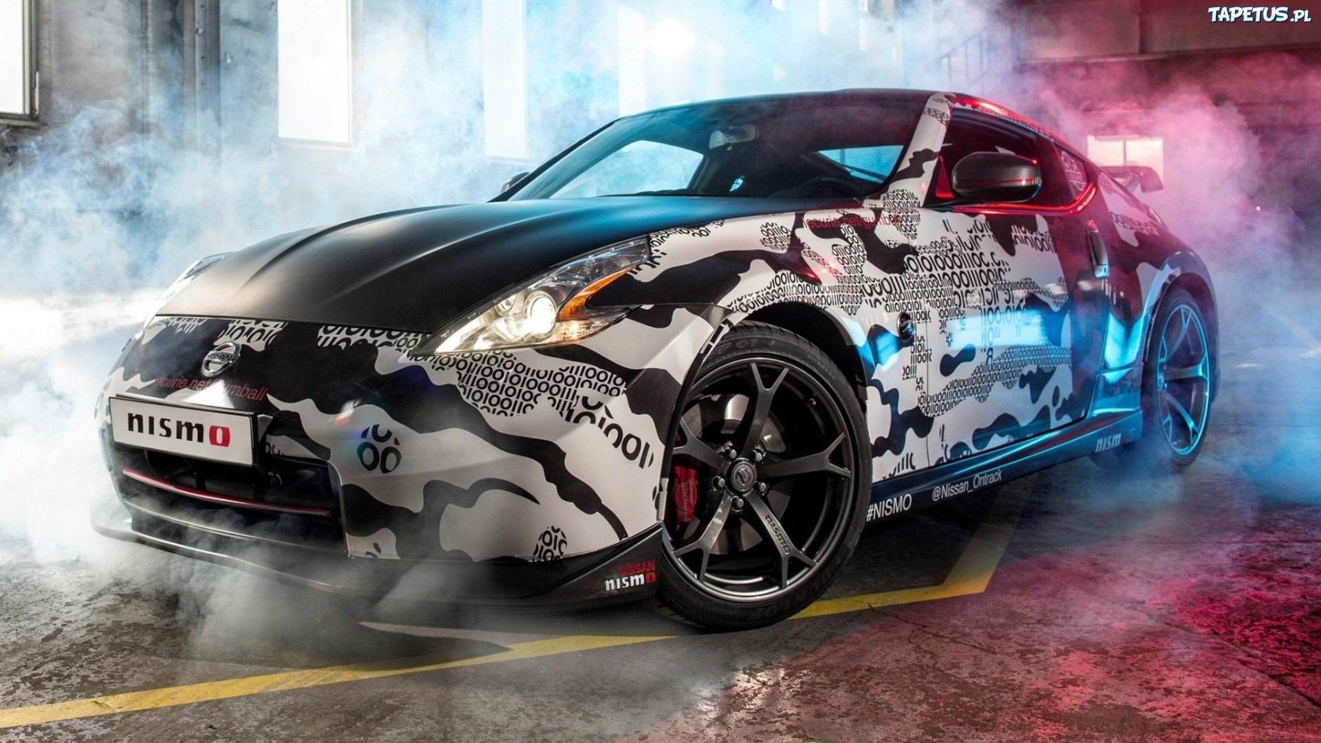 Czarno Białe Auto Nissan 370z Nismo