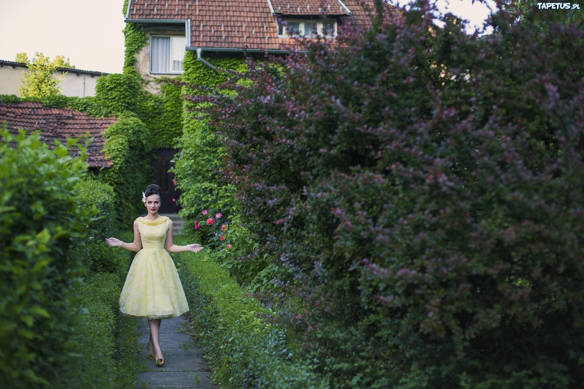 Kobieta, Dom, Ogród, Kwitnące, Drzewa, Krzewy