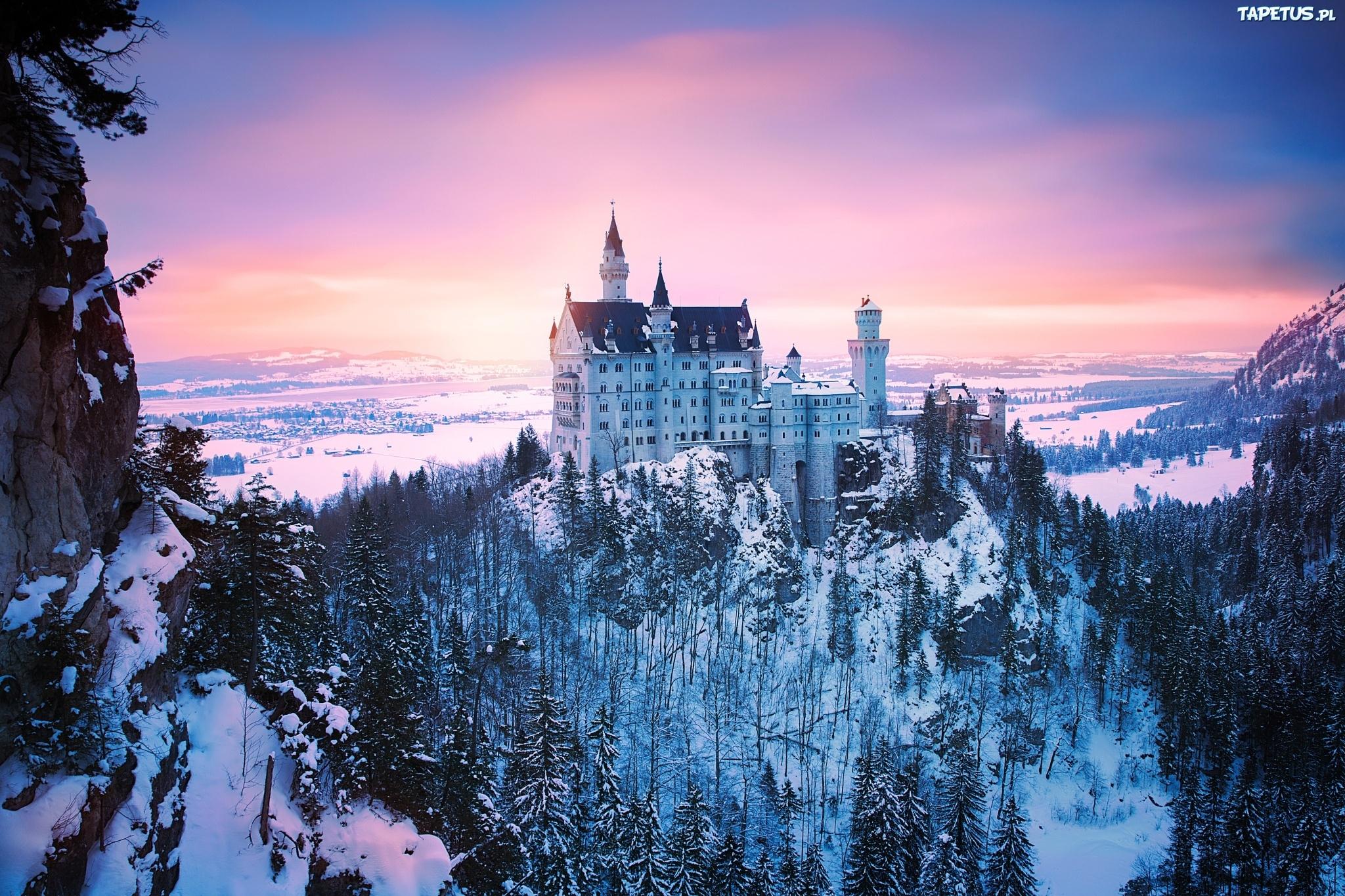 Замок в лучах света без смс