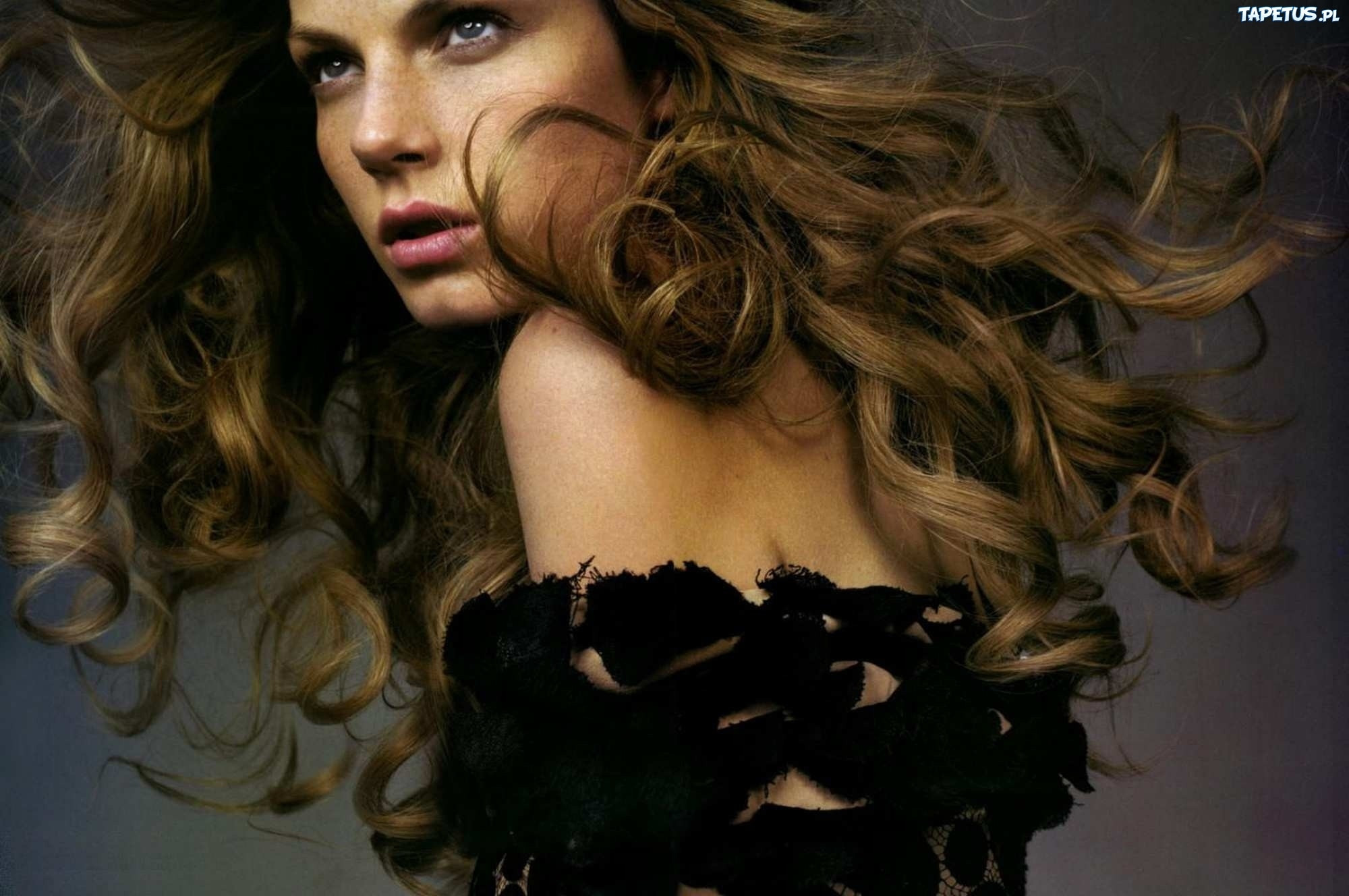 Classify Swedish-American Model Angela Lindvall